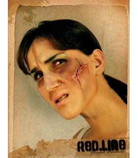 Couper le maquillage du visage avec le sang