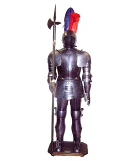 armure médiévale avec hallebarde