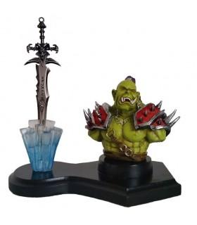 Orco figure et Epée Worl of Warcraft