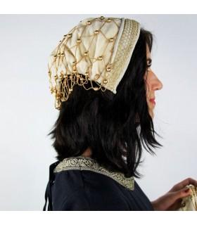 noble dans le chapeau de velours noir