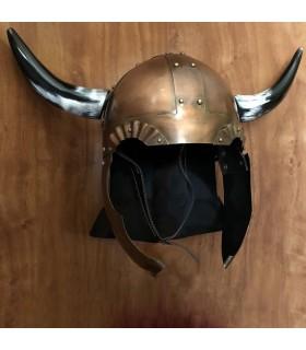 Casque de Viking avec des ailes et des cornes