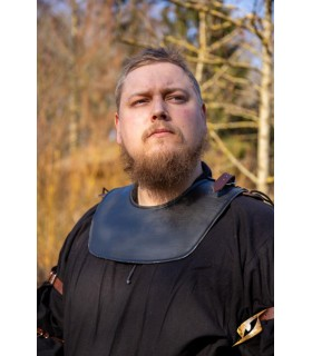 Gorjal guerrier médiéval, la couleur sombre