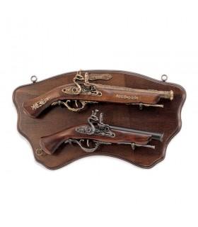La panoplie de bois avec des armes anciennes