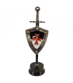 Définir des Templiers, des épées maçonniques avec un bouclier et un stand