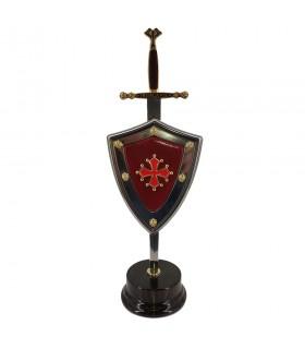 Ensemble la Croix des Cathares, ouvre-lettre, portant le bouclier et stand