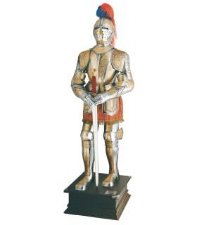 armure naturelle plaqué avec des gravures d'or et de l'épée dans les mains